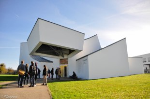Vitra Design Museum Frank Gehry made in 1989