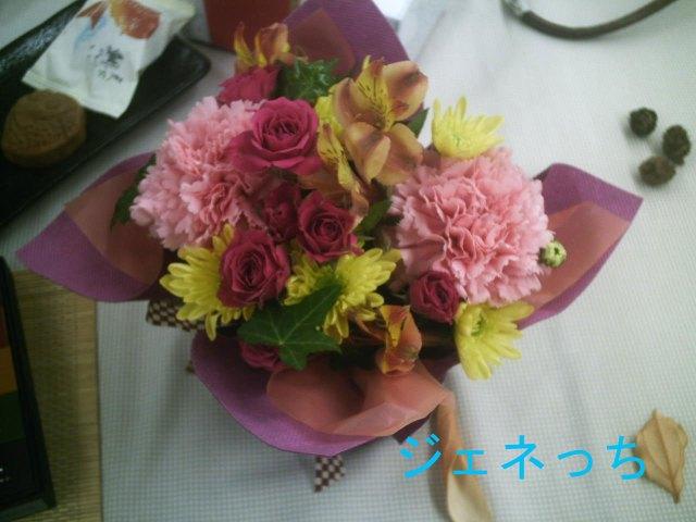 華やかな花のアレンジメント