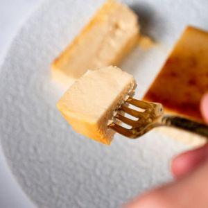 チーズケーキ食べるイメージ