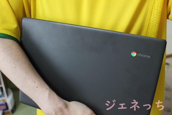 Chromebook S330 手に抱えてみた。