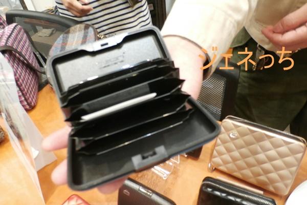 蛇腹で、見やすいカードケース
