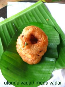 south indian ulundu vadai recipe/medu vadai