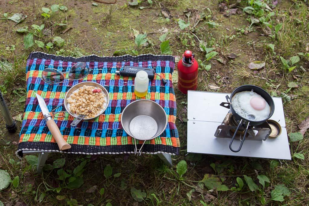 四尾連湖で朝食