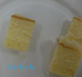 チーズケーキをカット