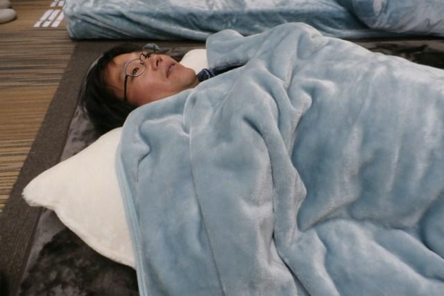 ふんわりとろける毛布に、入って寝てみた