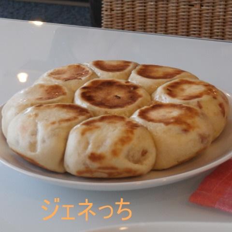 フライパンで焼いたパン、盛り付け