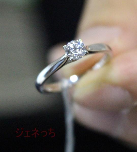 ブリリアンス+指輪持つ