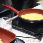 フレーバーストーンで、チーズや卵焼きを油なしで、焼いている