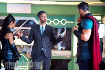 Photo du tournage de Thor: Ragnarok avec Tessa Thompson, Taika Waititi et Chris Hemsworth