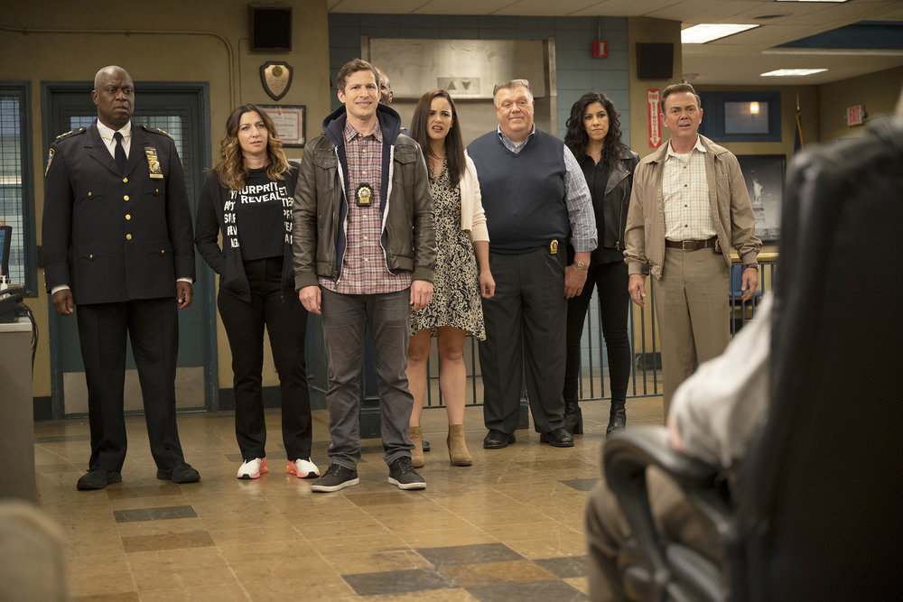 """BROOKLYN NINE-NINE -- """"The Last Day, Part 2"""" Episode 810 -- Pictured: (l-r) Andre Braugher as Ray Holt, Chelsea Peretti as Gina, Andy Samberg as Jake Peralta, Melissa Fumero as Amy Santiago, Joel McKinnon Miller as Scully, Stephanie Beatriz as Rosa Diaz, Joe Lo Truglio as Charles Boyle -- (Photo by: John P. Fleenor/NBC)"""