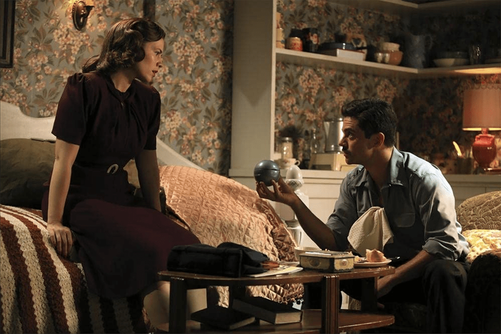 """Peggy Carter and Howard Stark in Agent Carter """"The Blitzkrieg Button"""""""