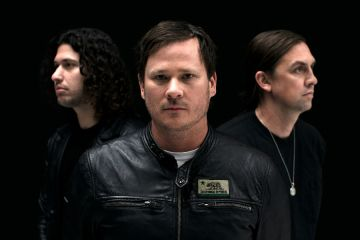 rebel girl angels airwaves nuevo sencillo track gira Tom DeLonge
