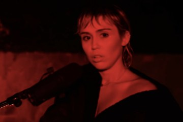 Miley Cyrus covereo 'Wish You Were Here' de Pink Floyd