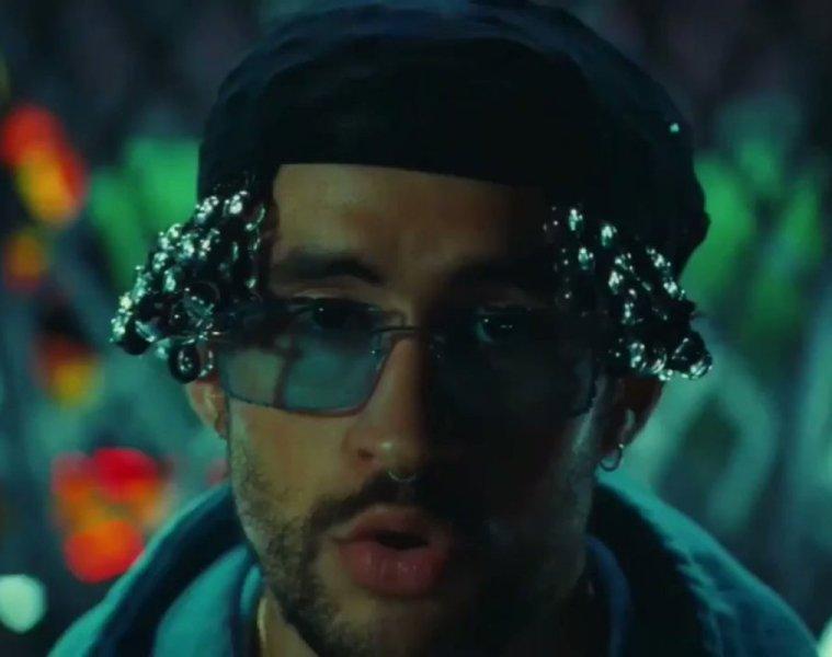 bad-bunny-estrena-nuevo-video-yo-visto-asi-2020 (3)