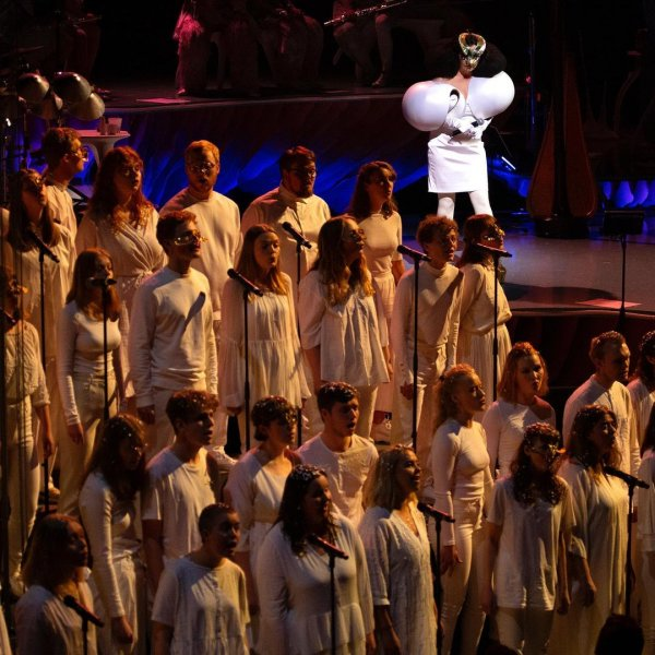 bjork-nueva-version-cancion-sonnets-coro-hamrahlid-2020 (1)