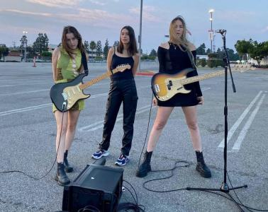 haim-all-i-want-for-christmas-is-a-vaccine 1