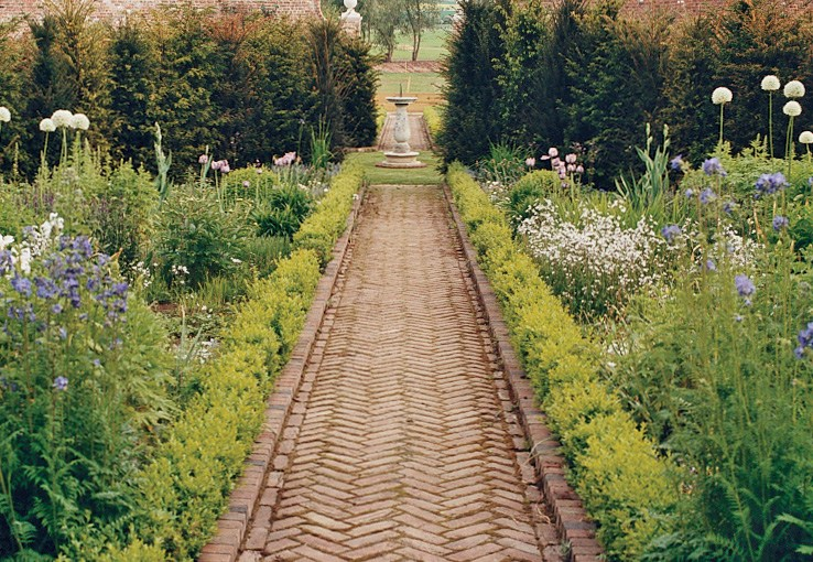 A Walk in the Gardens with Stella McCartney!