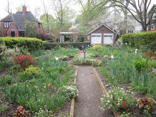 Concrete Accents That Style a Rain Garden