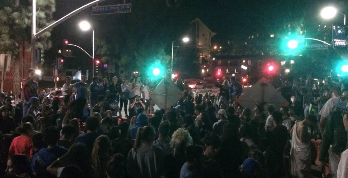 UCLA_students_protest_-_Jason_Hibono_www.twitter–jasonhibono