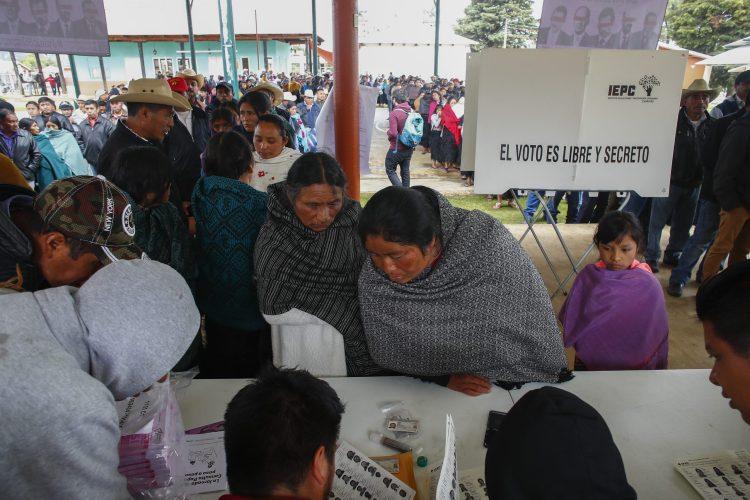 Unos 1300 indigenas tzotziles de las comunidades de La Candelaria, Nuevo Corralchen, Corazon Maria, La Sierra y Escalon, en los altos de Chiapas participaron en la consulta ciudadana, este 1 de agosto del 2021. LA JORNADA//VICTOR CAMACHO