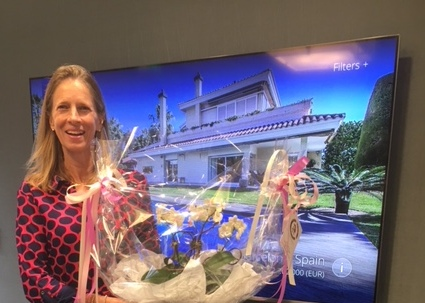 Mary Stuart Freydberg with Thank You from Client