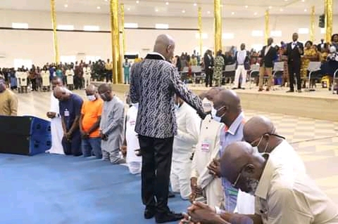 Photo news: Apostle Suleman prays for APC's Ize-Iyamu