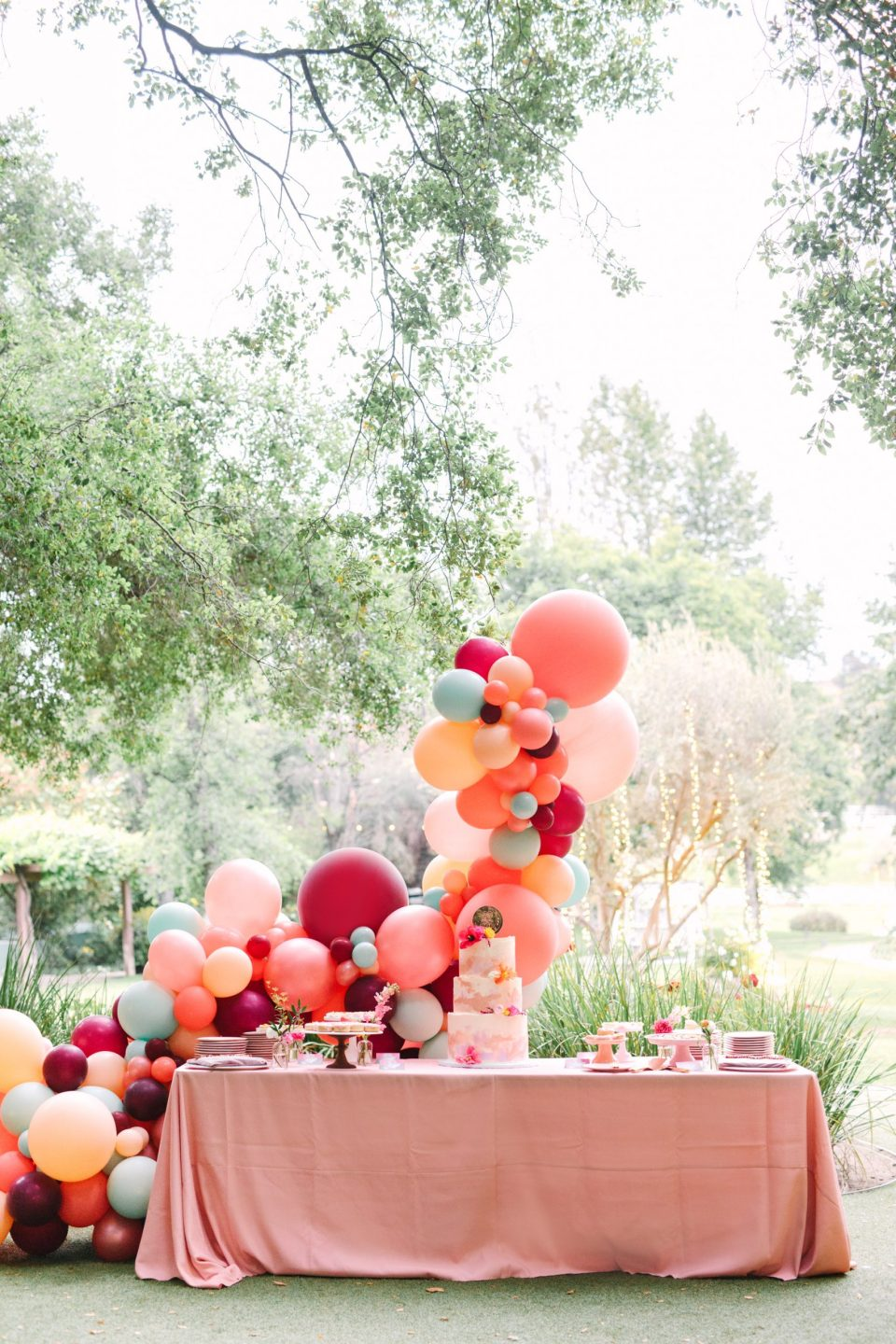 Balloon arch display by Mary Costa Photography