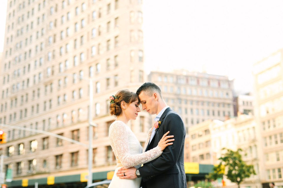 Bride and groom in front of the Flatiron Building