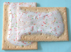 Poptarts_frosted_strawberry_2