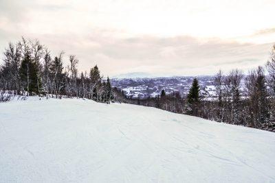 Åre, vacker utsikt över bergen med lätt rosa himmel. Bild tagen av Linda Hörnfeldt