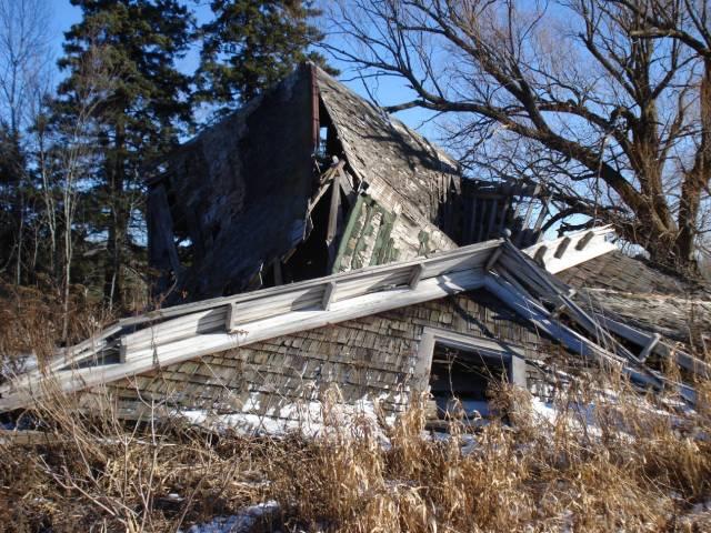 Fallen farmhouse, Mary Warner, 2015.