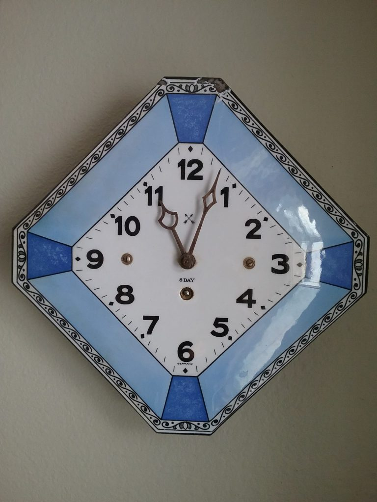 Blue and white clock from Beatrice Rasmussen, 2018.
