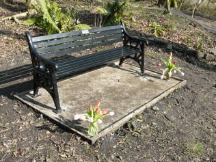 Memorial bench for Mary by Lan mine