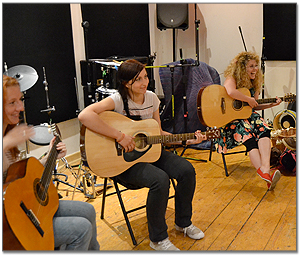 interior-group-guitar-lessons