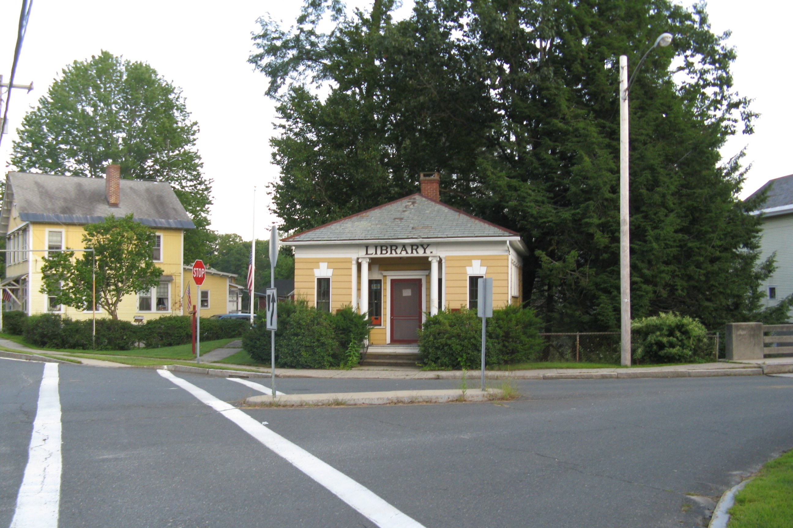 File:Library, Haydenville MA.jpg