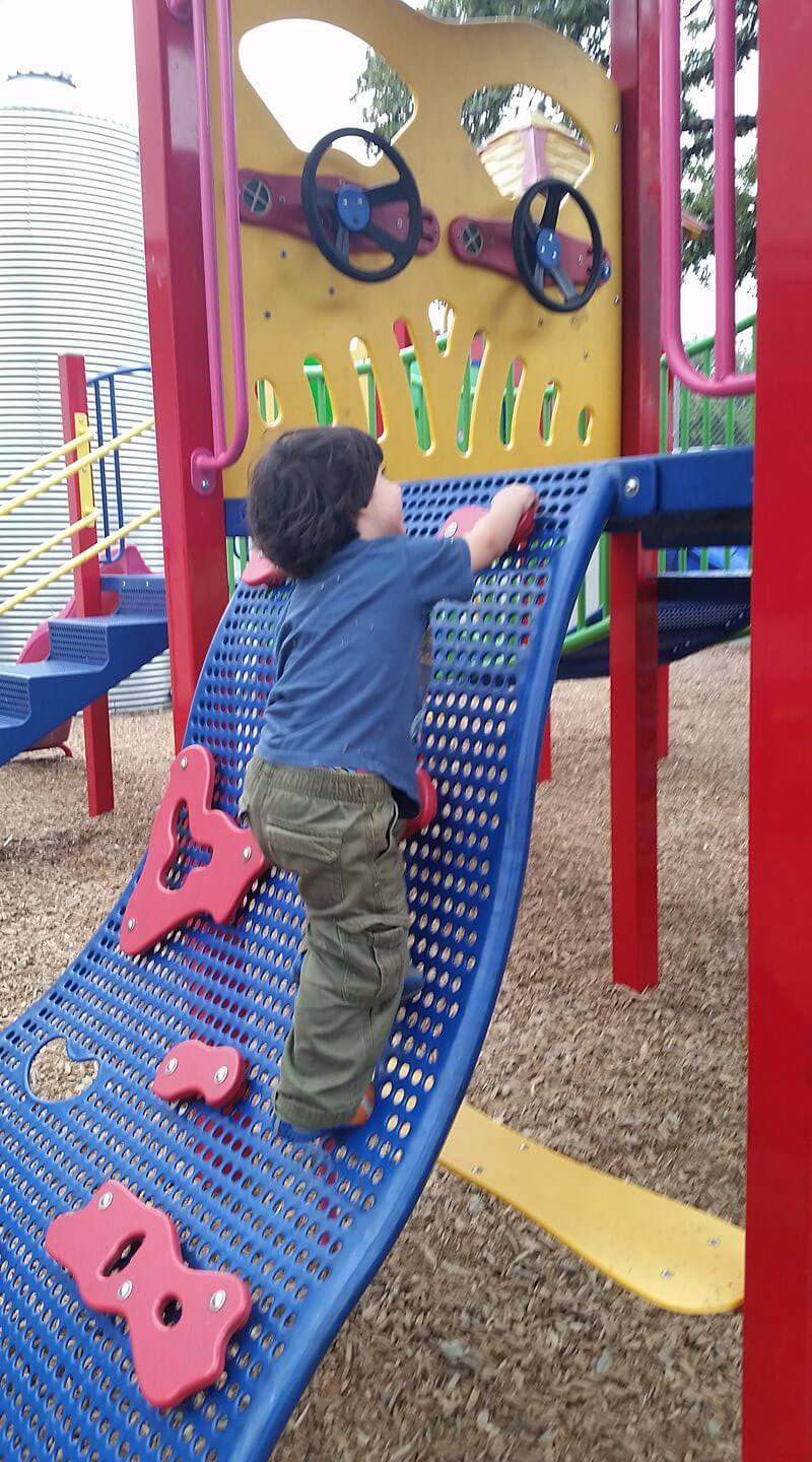 Austin restaurants with playgrounds