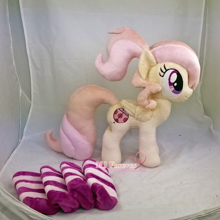 Cuddle Bug OC plushie sewn by meee!!!!