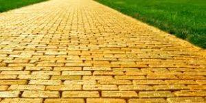 Un camino de baldosas amarillas.