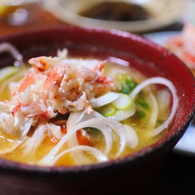 おはよう☆グッドモーニング!札幌事務所♪美味しいものしか食べたくない!【カニ汁】昨晩はカニ三昧!牡蠣もうまいの見つけて幸せな食卓☆それにしても、最初にカニを食べたヒト族のパイセンに感謝!おいらならビビって・・・(^-^)パイセンのおかげでうまいカニ汁作れます☆#毛ガニ汁#写真男子部 #グルメ #delicious #oisii #hokkaido #sapporo #japan #yammy #instafood #follow #followme #instagood #food #instagram #ノマサール条約 #タベラサール条約