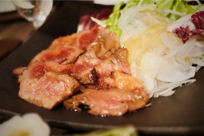雷井土音 桜肉ハラミのたたき 春ニラと山わさびソース