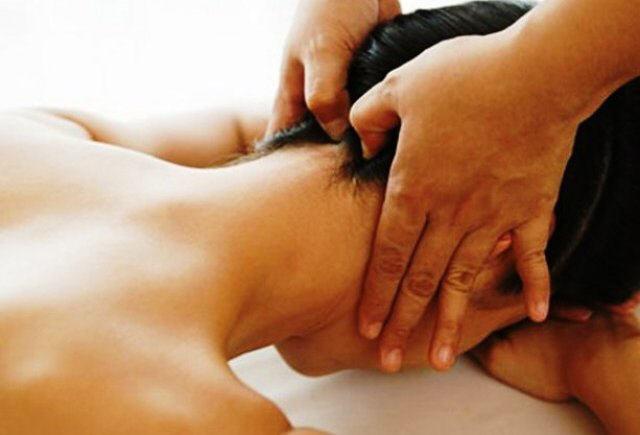 Масаж спини при остеохондрозі