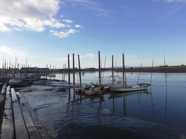 筑後川と漁船
