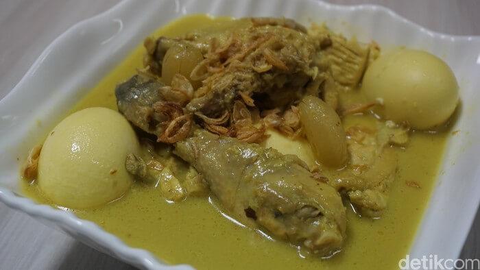 7. Resep Opor Ayam Kuning Spesial Lebaran yang Gurih Enak