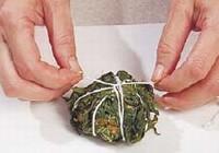 cara membuat buntil daun singkong