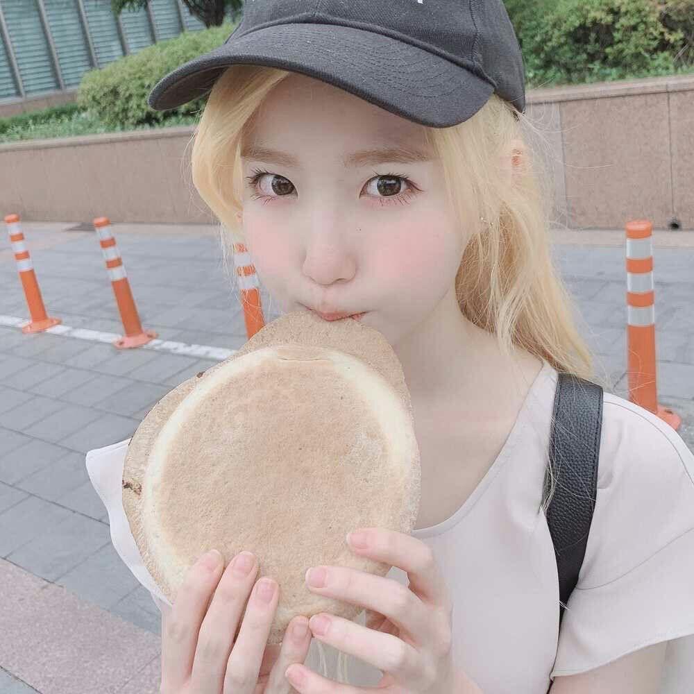 Интервью японской девушки, зарабатывающей торговлей грязными трусиками. Девушка Бурусера.