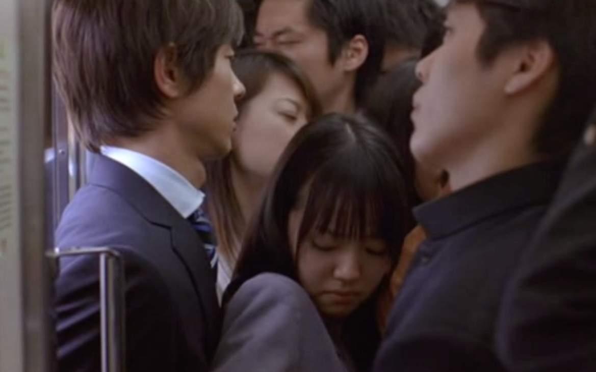 Чиканы готовятся к охоте на  школьниц в день самого важного теста в Японии