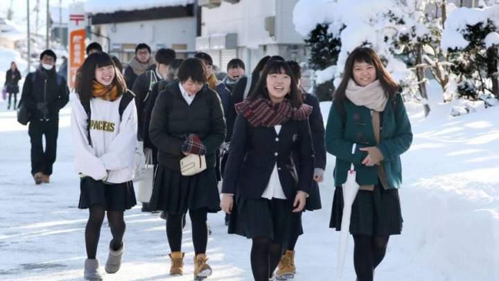 Деревня Японии вымирает, когда молодые женщины бегут в Токио