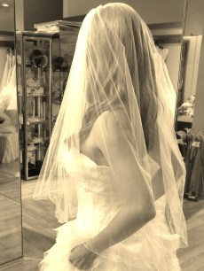 Elbow length double veil