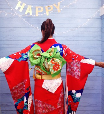Long sleeve kimonos were traditionally worn by young women and brides. After marriage the sleeves are shortened because they get in the way of housework!