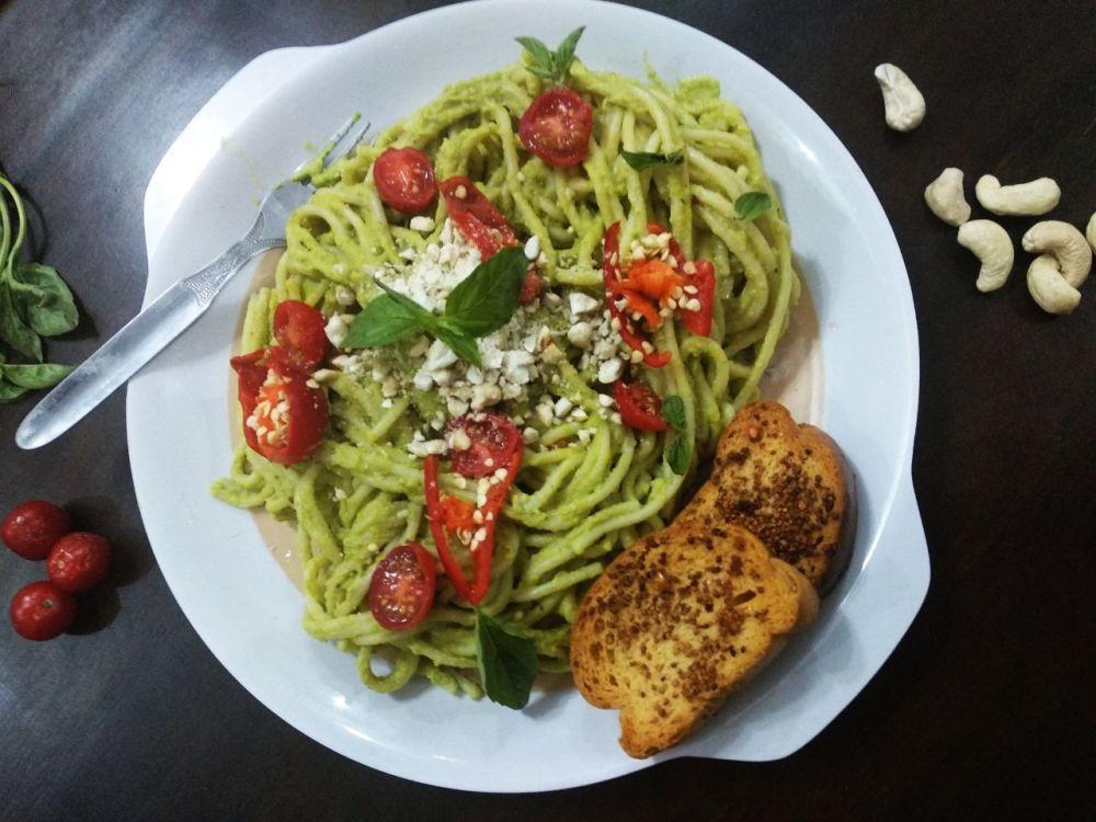 Avo-cashew-pesto-vegan-pasta